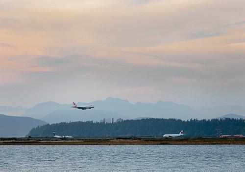 plane landing at YVR